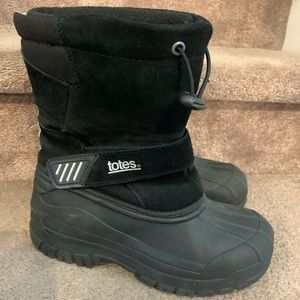 Boys kids Totes winter snow boots size 4 black